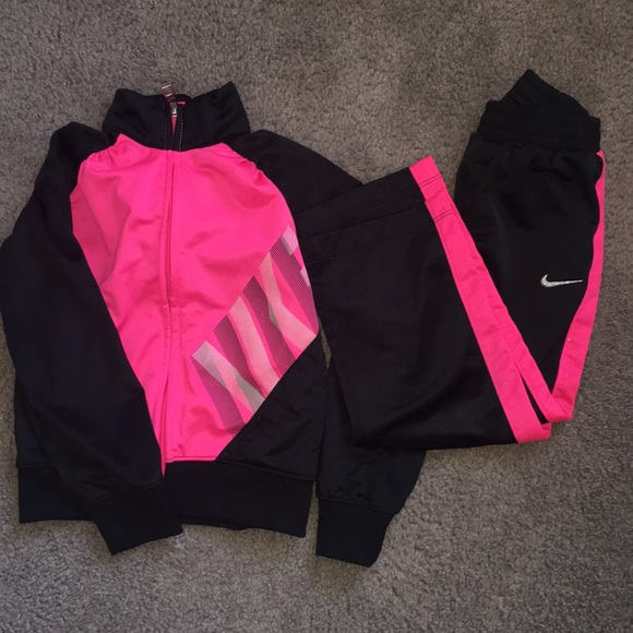 Girls Nike track suit ! 4T  <h2>Nike Other &#124; Girls Track Suit 4T &#124; Poshmark</h2> <div class=
